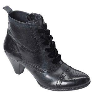Born Bittersweet cap-toe black bootie size 10